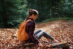girl traveler in red checkered shirt