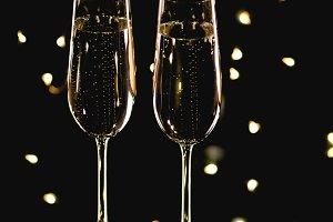Two glasses of champagne and garland
