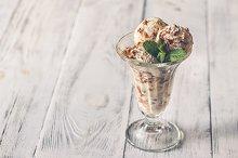 Vanilla-chocolate ice cream