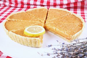 Lemon Cake with Lemon Slice