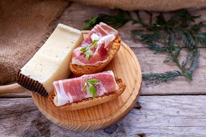 Serrano ham and manchego cheese tapa