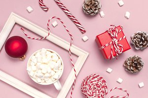 Mug with marshmallows and Candy Cane
