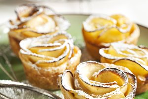 Apple roses cakes
