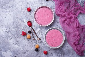 Smoothie bowl with raspberry