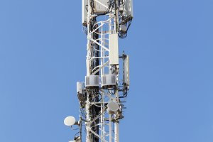 Telecommunications and mobile antenn