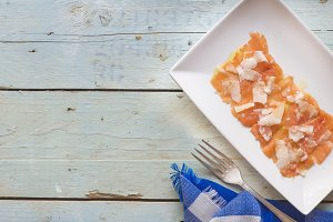Carpaccio salmon with cheese