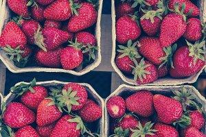 bio strawbeery  farmer's market