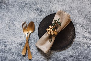 christmas table setting, golden cutl