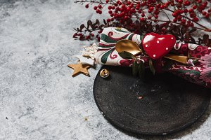 Holiday table setting, black plate w