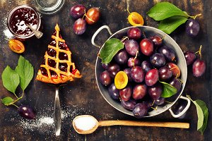 Plum tart and fresh plums