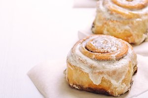 Hot cinnamon buns with sugar icing