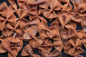 farfalle pasta with tomatoes
