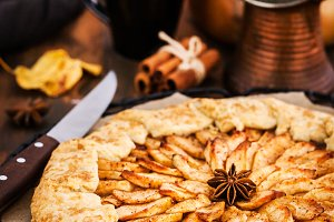 Apples and cinnamon rustic open pie