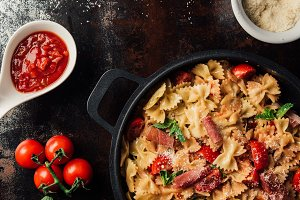 view from above of pasta with jamon,