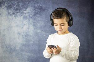 Little kid listening music