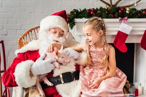 santa claus and cute little child pl