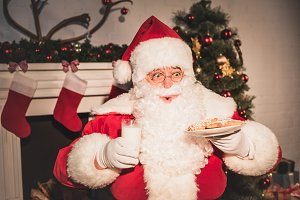 emotional santa holding plate with c