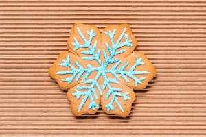 top view of of snowflake gingerbread