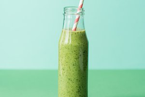 Green and healthy organic smoothie i