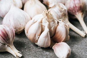 bulbs of garlic and peeled cloves on