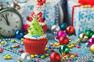 Christmas cupcakes with colored deco