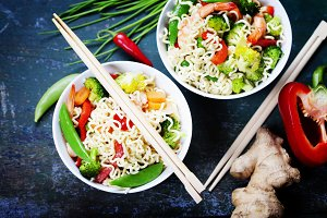 Chinese noodles with vegetables and