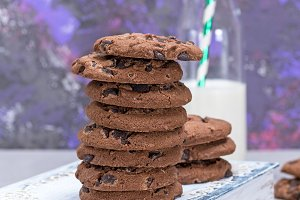 stack of round chocolate chip cookie