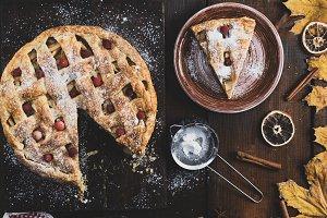 baked round apple pie