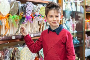 boy chooses lollipop in the store