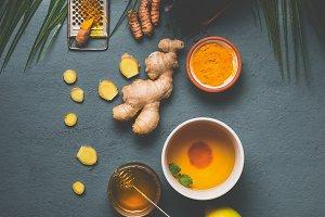 Ingredients of turmeric spice tea