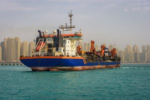 Oil tanker ship leaving the Dubai