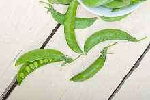 fresh green peas 003.jpg