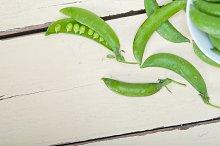 fresh green peas 004.jpg