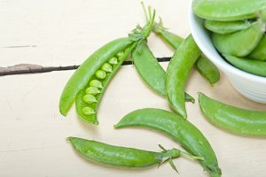 fresh green peas 008.jpg