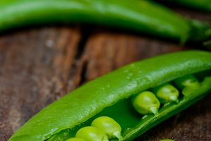 fresh green peas 068.jpg