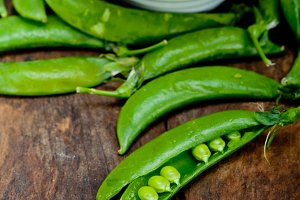 fresh green peas 075.jpg