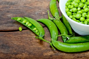fresh green peas 080.jpg