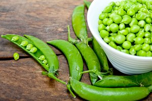 fresh green peas 081.jpg