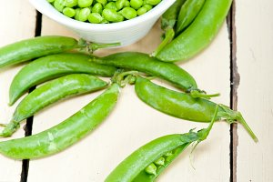 fresh green peas 084.jpg