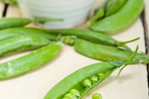 fresh green peas 086.jpg
