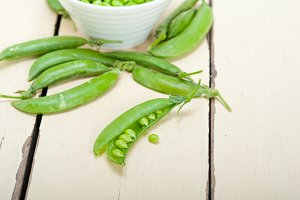 fresh green peas 090.jpg