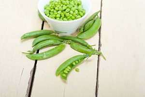 fresh green peas 092.jpg