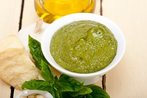 Italian organic basil pesto sauce ingredients 001.jpg