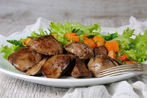 Chicken liver with vegetables