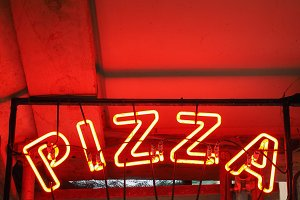 Red neon Pizza sign