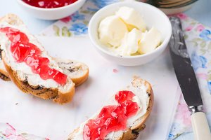 Sandwiches with fresh red currant ja