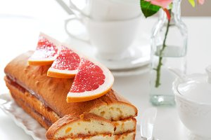 Loaf cake with cream cheese and grapefruit jam