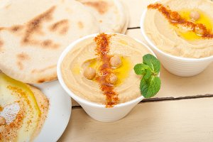 fresh hummus and pita bread 005.jpg