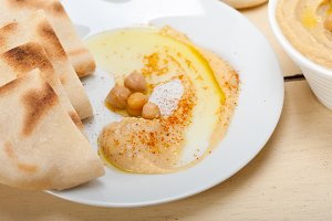 fresh hummus and pita bread 006.jpg