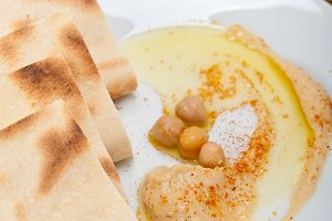 fresh hummus and pita bread 010.jpg